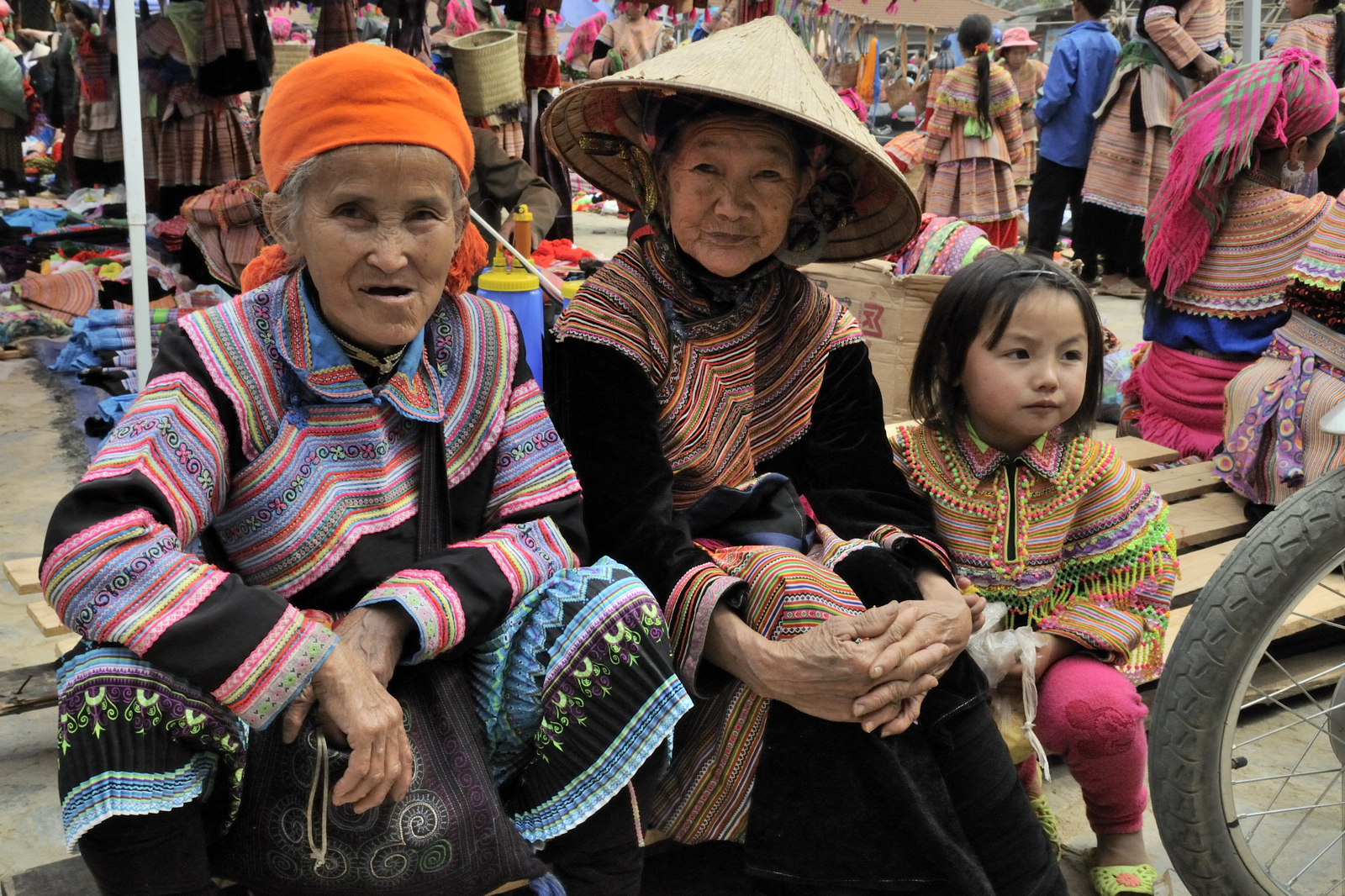 Une famille sur le marché de Bac Ha